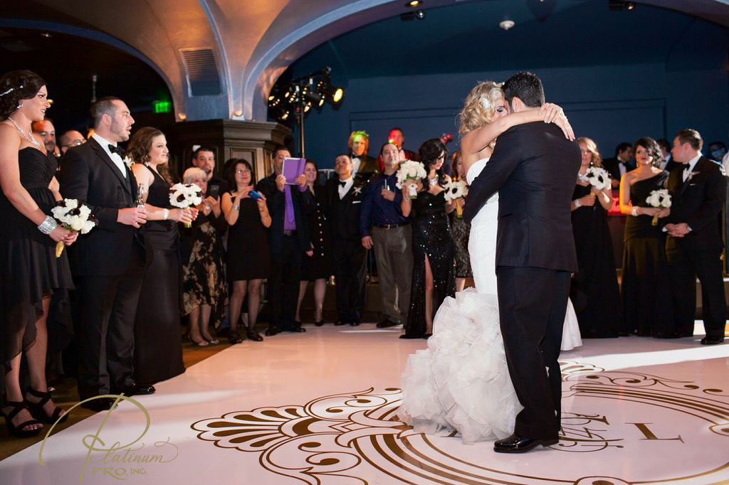 bride-and-groom-first-dance-platinum-pro-custom-seamless-white-and-gold-dance-floor