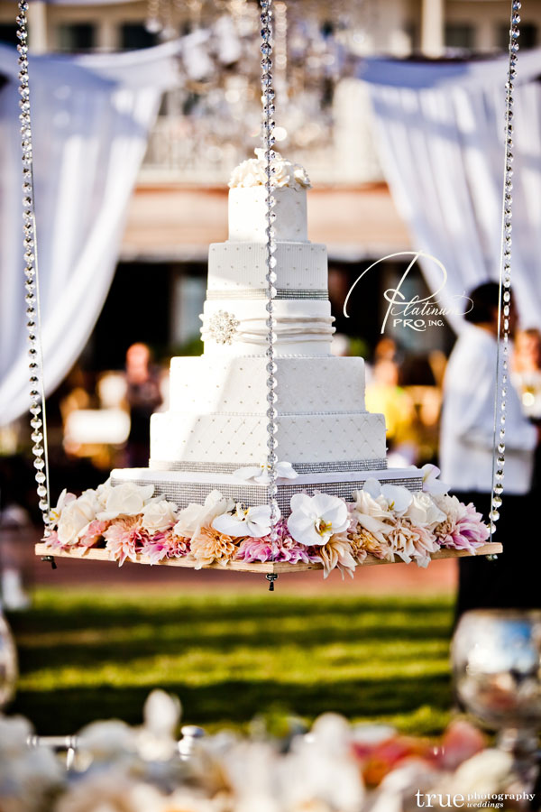 floating-wedding-cake